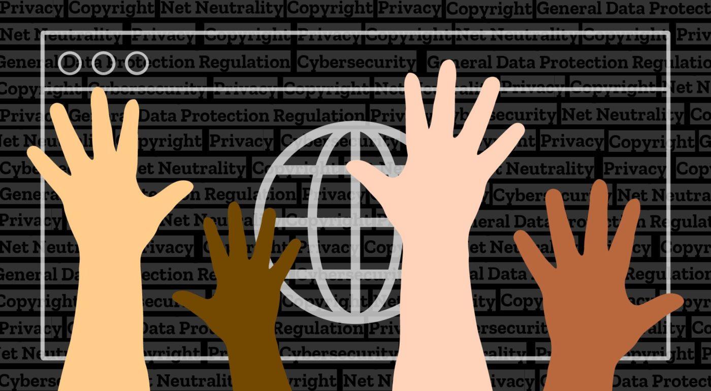 Mains multicolores, devant navigateur avec le globe symbolisant Internet