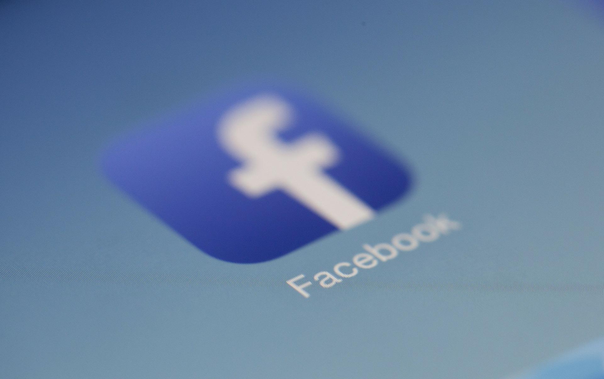 Facebook trouble (LoboStudioHamburg, CC0)